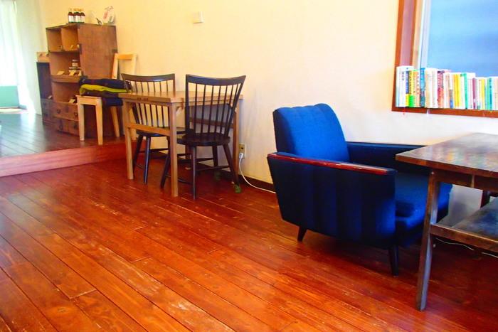 店内にはカウンター席やソファ席などでゆっくりと寛げるような空間となっています。 所々に置かれたレトロな家具たちがお店の雰囲気によく馴染んでいます。