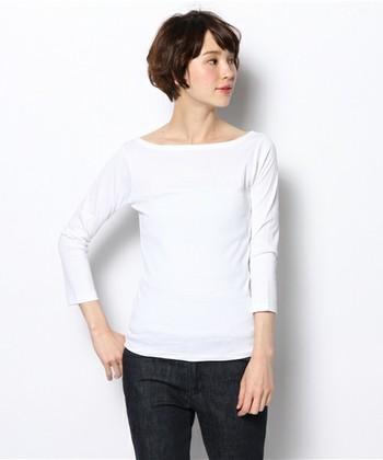 フレンチカジュアルの定番ブランド「agnes b.(アニエスべー)」。襟ぐりが大きく開いたポートネックのシンプルな7分袖カットソーは、人気のアイテムです。シンプルなデザインで、着心地の良さやカッティングの良さが際立ちます。
