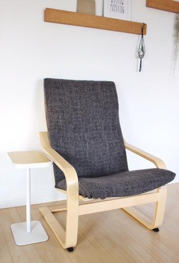 飲み物を片手にゆったりと椅子でくつろぎたい時、飲み物を置く場所があれば完璧!こんなに小さなサイドテーブルだって立派に活躍してくれるでしょう♪椅子に合わせてテーブルの高さを選んでみてくださいね。
