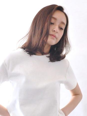 肩ラインの前髪なし(前髪長め)スタイルは大人っぽい雰囲気に。内側に巻いても、外側にハネさせるのもおすすめです。