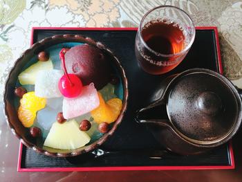 甘味処ということで、おすすめのメニューは豆かんとあんみつ。黒蜜も餡子も甘さ控えめの上品なやさしいお味です。