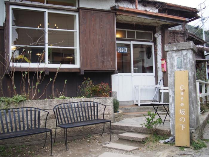長谷駅から徒歩5分のところ鎌倉市坂ノ下、路地裏にある隠れ家のような「cafe 坂の下」は人気の古民家カフェです。