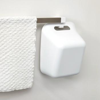 置き場所に困ることが多い手桶ですが、フックを使えばタオルかけに引っ掛けられるので収納にも困りません。すぐに乾いて清潔なのもGOOD!