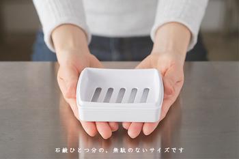 あえて石鹸箱という名前がかわいい、国際化工のメラミン樹脂製ソープディッシュ。ホテル用に作られたとあって、洗礼された美しいデザインです。