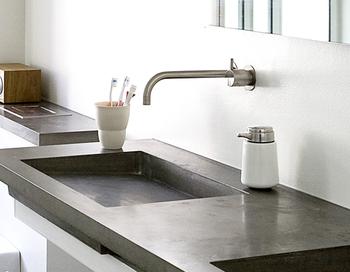 デンマークのデザイナー、ホルガー・ニールセンが手掛けるvippのソープディスペンサーは、まさにオシャレとしか言えない洗礼されたデザイン。部品製造から組み立てまでのすべてが職人の手作業で作成されており、耐久性もバツグンです。