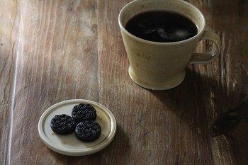コーヒーのお供として、美味しいお菓子をちょっとだけ乗せたり…♪