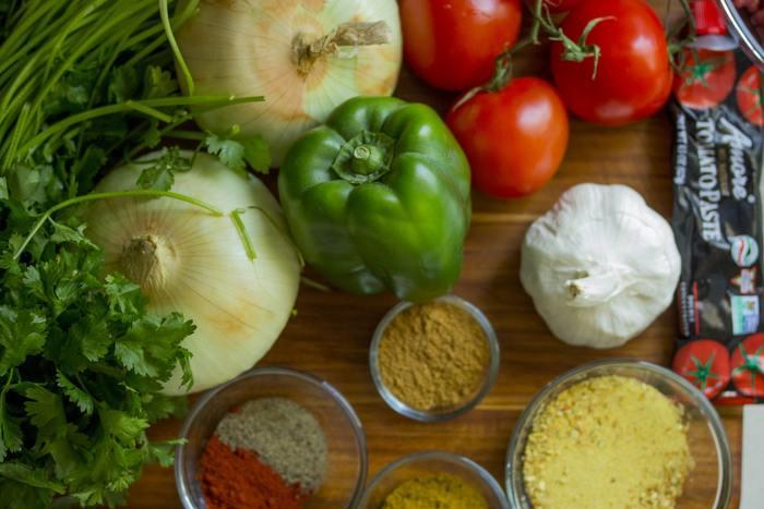 インド人のように自在にスパイスを使うのは難しいけれど、色んなスパイスがミックスされたカレー粉は、日本人にとっても親しみが深いもの。和洋問わず様々な家庭料理に使われることが多いですよね。今回は、定番のカレーライスではなく、「カレー味」や「カレー風味」のおかずをご紹介。スパイスの香りの効果で、野菜をはじめ、お肉やお魚、あらゆる食材が美味しくたくさん食べられます。食欲が落ちがちな時期のお助けメニューとしても、きっと大いに活躍してくれますよ。