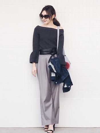 さりげなくウエストマークしたい方は、ベルトの色を洋服と同じくしましょう。トップスと色を合わせればすっきりとまとまります。