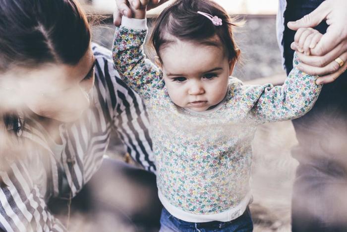 咄嗟に子どもを否定する言葉を口にしたくなったら、まずはその場を離れて深呼吸。ちょっと冷静になれれば、「あ、私今、疲れているんだな」「寂しいんだな」など、怒りの原因に目を向けることができるかもしれません。子どもへの褒め言葉が上手に言えるように、少しずつ試してみて。