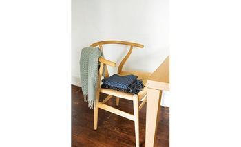 お部屋の片隅に置いて、スローやブランケットをかけて。 読書や編み物など、お気に入りのスペースになりそうです。