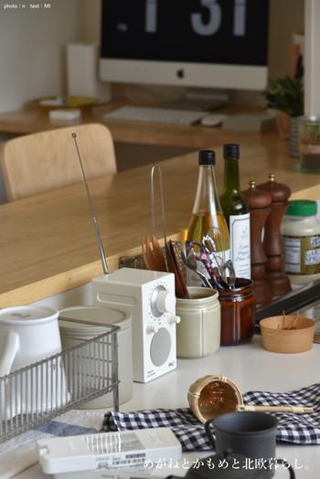実はキッチンで楽しむ方も多いんです。料理中も好きな音楽をBGMに♪キッチンには真っ白なPALはいかが?