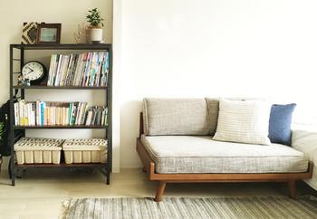アームの無いソファなら圧迫感もなく、使いやすそう。ソファカバーも色々選べます。