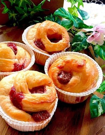 セミドライ苺を入れたパン。苺は色もきれいなので、パン生地に混ぜるのもおすすめです。デニッシュ感覚で楽しめそうですね。