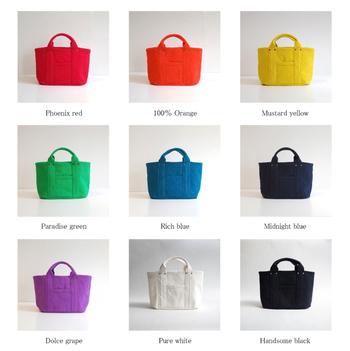 定番のトートバッグも配色を変えると、それぞれ雰囲気の違うミニバッグが作れます。お洋服に合わせたバッグを持ってお出かけしましょう!