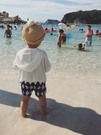 さらに子供用のラッシュガードならこんなにキュート!大人から子供まで、毎日の日焼け対策にも使える、『ラッシュガード』のいろんな着こなしをご紹介します。