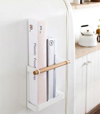 もうひとつ冷蔵庫につけたいのが、サランラップホルダー。 よく使うアイテムは、取り出すのもしまうのも楽ちんなのがいいですね。
