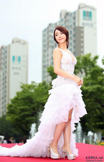 美肌の国、韓国では、以前から定番のメイク用品なんだとか。韓国の女性のウルつやメイクは、クッションファンデで作られていたんですね。