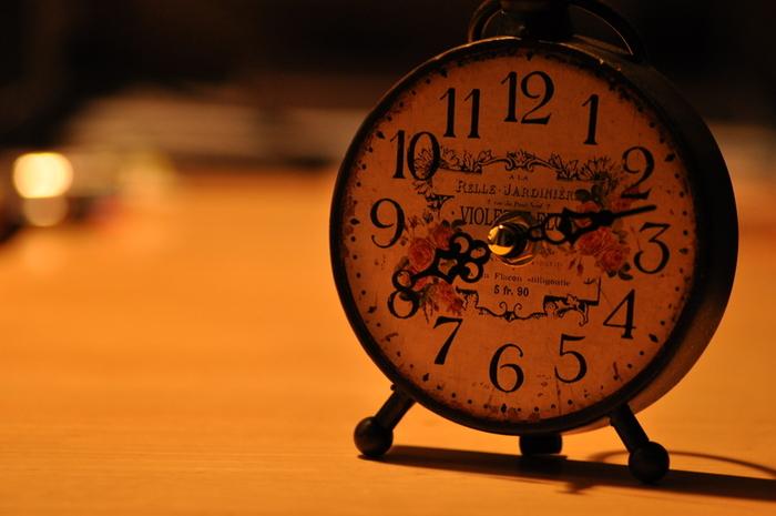 中国の友達や大切な人に贈ってはいけないのが、時計。 特に、掛け時計や置き時計がNGとされています。 理由は、中国語での時計の発音が「終わり」や「死」を連想させるため。 同じ理由で、扇子や傘も避けましょう。