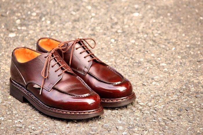 「ここから去って欲しい」「ここから逃げる」という意味のある靴は、韓国ではタブーな贈り物。 くれぐれも、恋人に贈ることのないように...