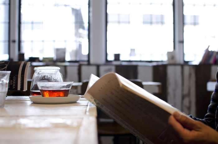 ゆっくりお茶を楽しみながら...純喫茶やカフェで読書も良いですね。