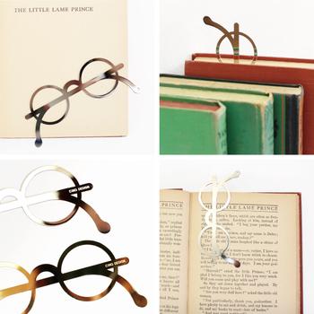 こんなメガネ型のしおりはいかがですか。 たまには変わったデザインを楽しんでみるのもありです!