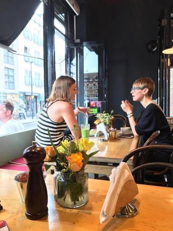 お洒落なカフェやコーヒーショップが立ち並ぶレッドチャーチストリートでは、どこで休憩しようか迷ってしまうかも?