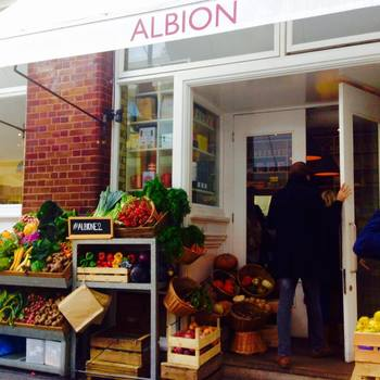 Albion(アルビオン)は気軽にイギリスらしいお食事を楽しめるカフェ。ランチやお茶に、ふらりと立ち寄ってみては?