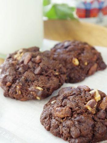 スパイスやダークチョコ、無糖のココアを使って大人のほろ苦クッキー。キレイにラッピングして手土産にもお勧めです。