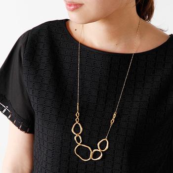 """■5Ring long Necklace fir0109-mm   ボリュームのあるネックレスが、顔周りを華やかに。一つ一つハンドメイドで作られたチェーンから、他にはない""""特別感""""が感じられますね。"""