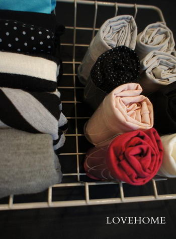 衣類を丸めるときは、クリアホルダーの高さよりも少し高めに丸めると取り出しやすくなりますね。
