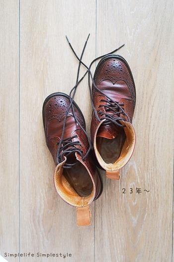 洋服や靴、時計などはきちんとメンテナンスをすることで長く愛用できます。写真の靴はなんと23年も大事に履いているのだそう。買う時は少々高くても、長く着用できる素材を選ぶと長い目で見ればコスパも良くなります。
