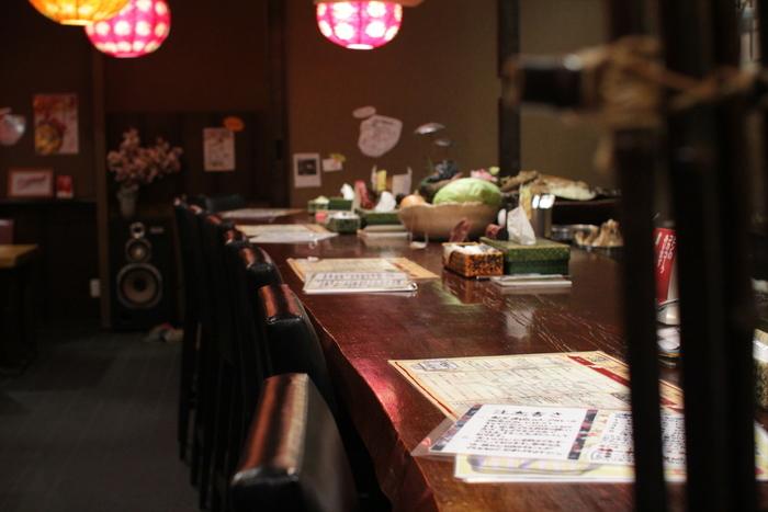 札幌市中心部では「駅前 創成寺」と、札幌paseo内「奥芝商店 実家」が営業中です(このほか郊外店舗もあり)。一品ずつ丁寧に仕上げるためランチタイムは混雑するので、時間の余裕をもって訪れてくださいね。