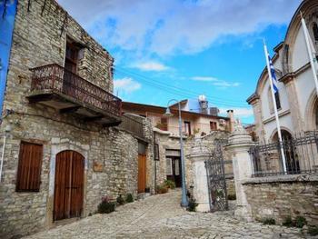 レンガづくりの家々が青い空に映えますね。