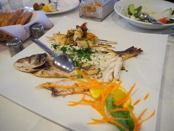 海に囲まれた島国なので、新鮮なお魚がとっても美味しいんですよ。