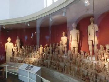 首都にある考古学博物館は紀元前から発掘されたものが沢山展示されており、ギリシャの考古学に興味のある方はとても楽しめる場所だと思いますよ。