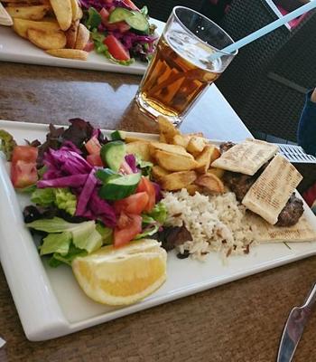 北キプロスはトルコ料理、南キプロスはギリシャ料理を郷土料理として楽しむことができます。物価は少し北キプロスのが安いようです。