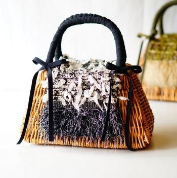 手織りの布でカバーを作ってみるのも素敵。 自分好みの好きな雰囲気にカスタマイズできそうですね。