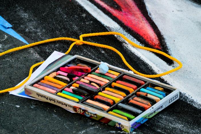 色鮮やかなチョークが並ぶ様は可愛らしくて、宝石箱のよう。
