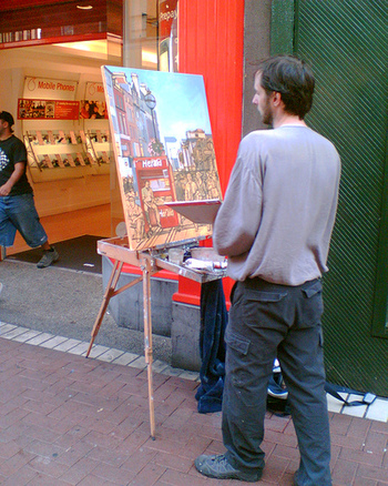 絵を描くのは、形を追いかけたり、色を選んだり...無心になって集中する時間が癒しにもなります。ストレスフルな毎日の中でも、ちょっとしたすきま時間を見つけてお絵かきをはじめてみませんか?好きなもの、好きな景色をじっと眺め、形や色を写し取るだけでも、新たな発見がありますよ。自由な創作の世界を楽しみ、芸術の秋を楽しみましょう。  次回、応用篇では、基本から一歩すすんで、使いこなすのがやや難しい中級者向けの画材や、基本の画材を使ったさまざまな技法をご紹介します。お楽しみに♪