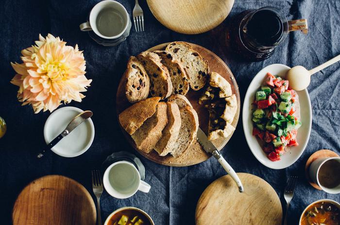 カフェ風キッチンの良さは見た目だけでなく、手間暇かけて作った手料理をよりおいしく感じらるのはもちろん、台所仕事や家事そのものが楽しくなる点にあります。