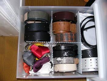 ベルト類はきゅっと巻いてしまうとコンパクトに収納できます。一目でどこにどの色のベルトがあるのか分かるのが嬉しいですね。