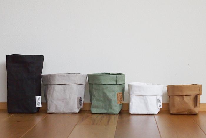 トスカーナの4姉妹が営む雑貨ブランド「Le sorelle」のプロジェクト「UASHMAMA(ウォッシュママ)」が手掛けた、ペーパーバッグ。紙製とは思えない耐久性と、どんなお部屋にも合うナチュラルな風合いがとってもオシャレな収納です。 汚れたら洗濯できて、気兼ねなく使えるのもポイントです。