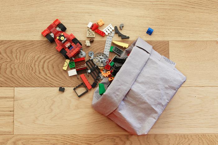 素材は新聞古紙を原料としたセルロースファイバーで、自然に優しいのにとっても丈夫です。紙ならではシワ感もいい雰囲気◎  サイズ展開も豊富で、小さなものには雑貨や文具、大きなものにはタオルやおもちゃと、様々なものを収納できます。  家中で大活躍してくれるので、オールサイズ欲しくなっちゃいそう♪