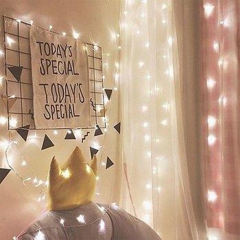 LEDライトをワイヤーラックと組み合わせて、壁に無造作に飾ってもこんなに素敵!