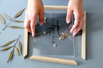 テキスタイル以外にも、クリアパネルを使ってオリジナル作品を作るのもおすすめです。お好みのモチーフを挟むことが出来るのも嬉しいですね。