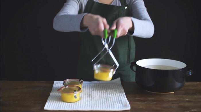⑤煮沸が完了したら、瓶を取り出して冷まします。 パッキンのタブが下向きになり、クリップを取っても蓋が外れなくなれば成功です。