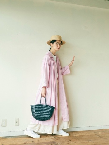 ふわっとしたシルエットは着心地がよさそう!ピンクで女性らしさも忘れずに。