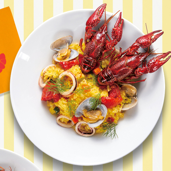主食メニューとしてパエリアもあります。ザリガニのほかに、アサリやイカなどを使った、魚介の旨味がたっぷりと。昨年に続き今年も登場です。 ¥750