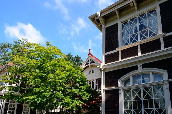 国の重要文化財でもある旧三笠ホテルは明治に建てられた洋館です。 当時の面影そのままに森の中に静かに佇んでいます。