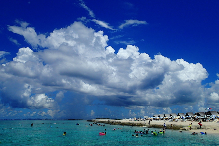 那覇から西へ約15kmのところにある、チービシ環礁。神山島、クエフ島とともにあるのが、一番大きなナガンヌ島。